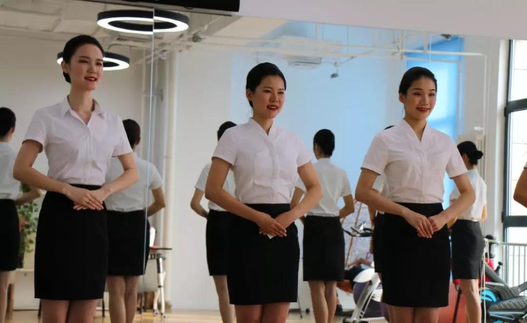 面试时,空乘专业出身一定比非专业有优势?